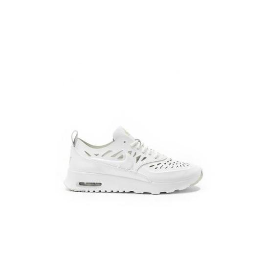 The white sneakers Nike Air Max Thea, Nice to EnjoyPhenix in