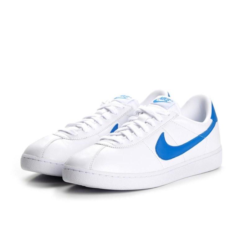 baskets nike blanche et bleue